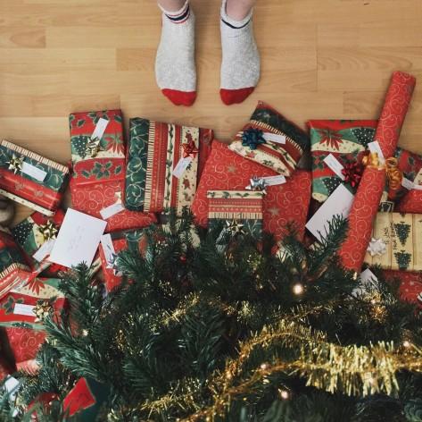 feet-and-christmas-tree2